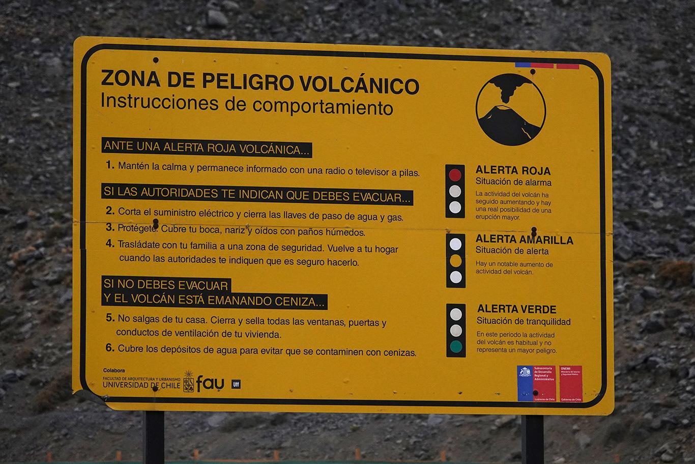 Volcano Zone, Camino Embalse El Yeso, Chile.